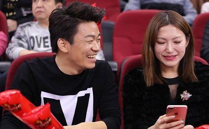 王宝强遇美女露招牌式微笑,已彻底走出离婚阴霾