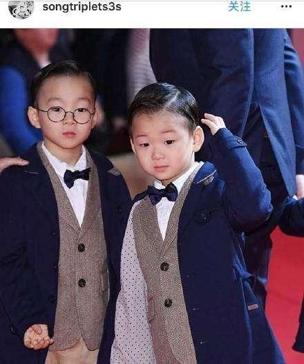 民国长大了!宋家三胞胎齐亮相,网友:表情包穿西装成大人模样