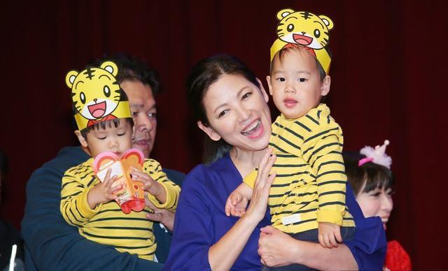 花60万做了20多次人工受孕,如今47岁终于喜获双胞胎,生活美满!
