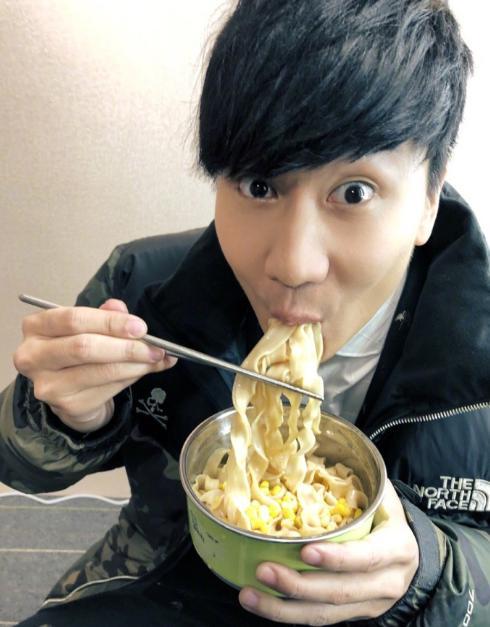 凌晨不打烊?林俊杰录制梦想的声音饿到吃面!