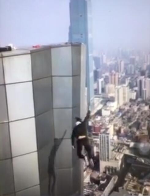 吴永宁坠亡前最后画面:贴墙苦苦挣扎20秒!网友:无法想象的绝望