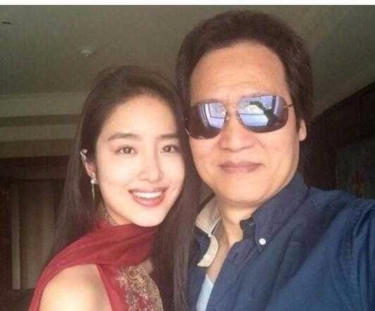 她年纪轻轻却是刘亦菲干爹女友,如今主演电影票房超10亿!