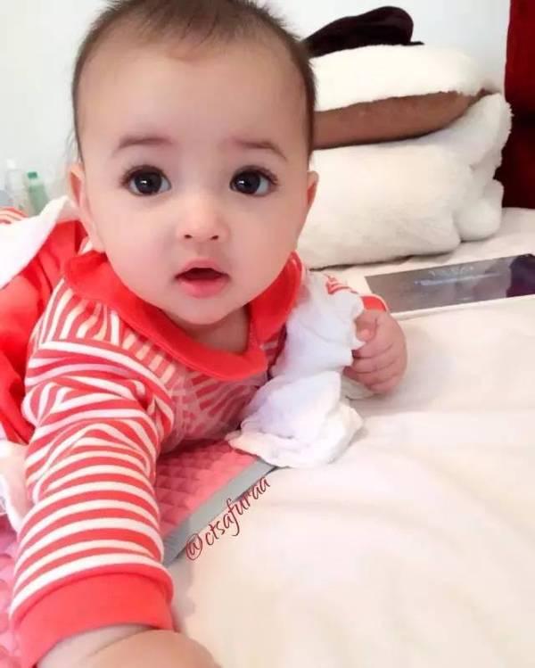 瑞典宝宝思琳娜个人资料父母照片  出生自带美颜效果走红