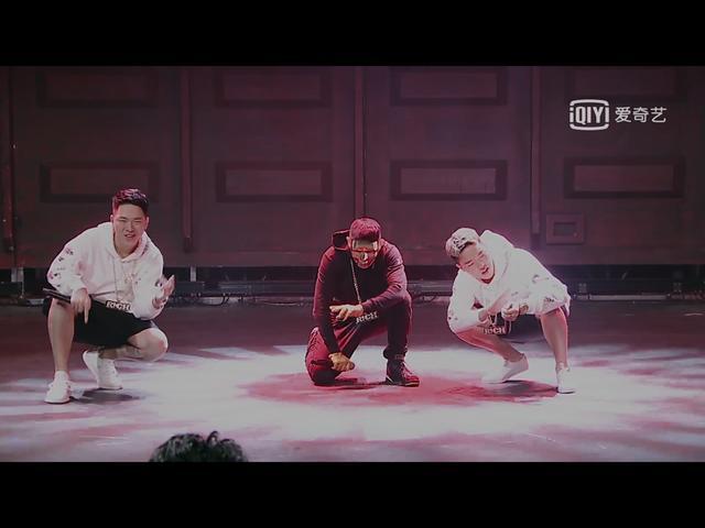 > 正文     在播出的《中国有嘻哈》第四期中,嘻哈侠和双胞胎兄弟一起图片