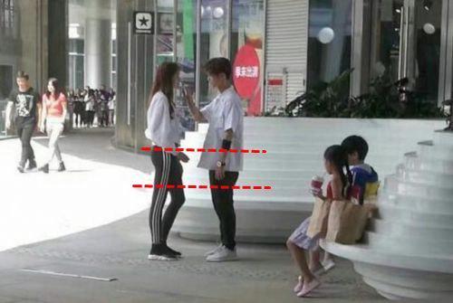 关晓彤现场量腿长107却暴露这个秘密 张艺兴和鹿晗尴尬了图片
