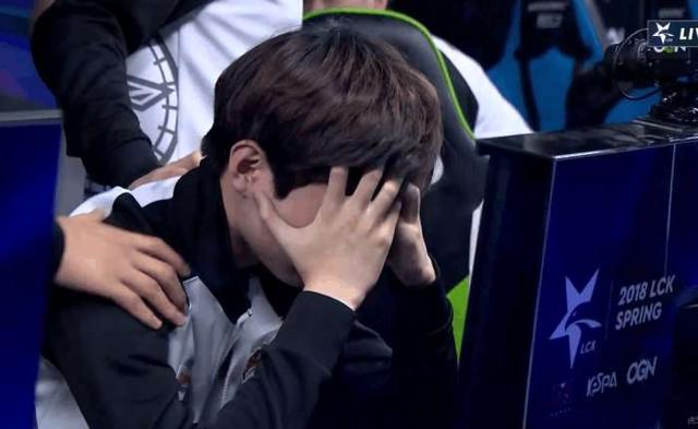 Pawn沙皇起飞,KT完成大翻盘,2-1击败SKT! Deft获胜后泪洒现场!