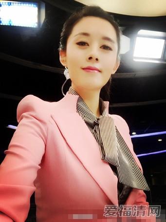 cctv5體壇快訊美女主播李蕊爆紅網絡 揭李蕊資料簡介及微博照片圖片