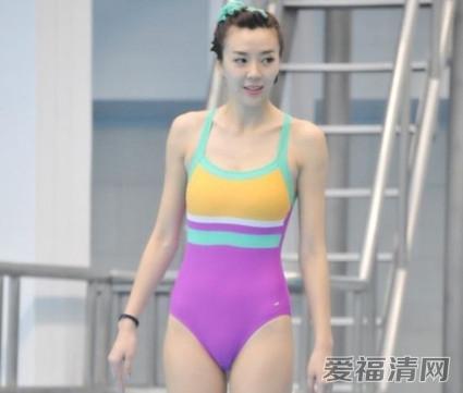 周韦彤男友照片资料及背景曝光 周韦彤跳水秀泳衣脱落秀胸