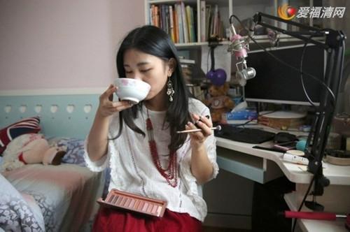网络女主播中 有一个美女主播叫做杭州小狮子