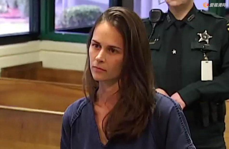 30岁美女教师诱奸3名17岁男生