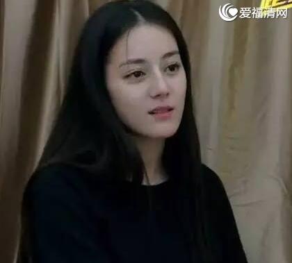 迪丽热巴素颜照曝光和鹿晗亲吻照流出两人恋爱了吗?