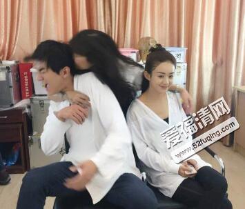 林更新合影遭强吻 林更新与赵丽颖婚纱照遭疯传图片