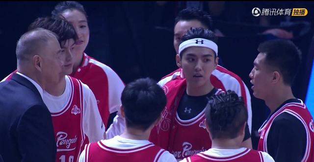 为腾讯体育的撩妹技巧爆灯!吴亦凡董力王嘉尔一起抢篮板,帅炸了