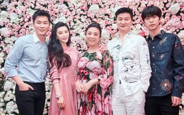 范丞丞回国替姐出征上跑男引热议,李晨不敢撕名牌暗示家庭地位?