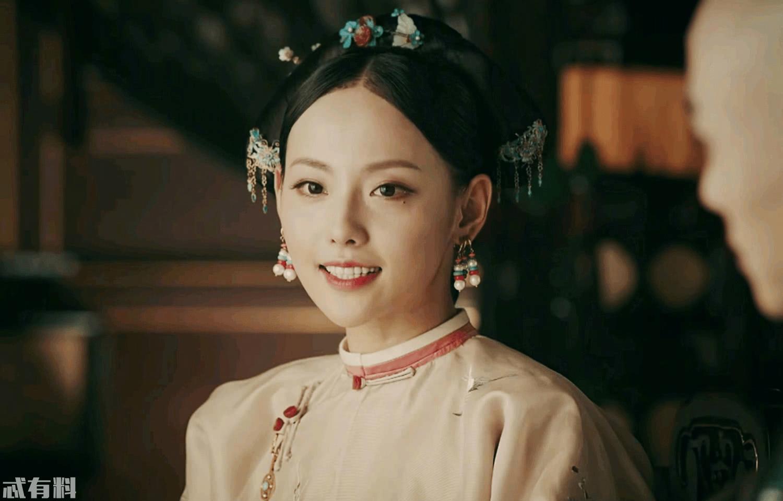 《延禧攻略》第一美人顺嫔终于上线,但张嘉倪这垫肩莫不是来搞笑的?