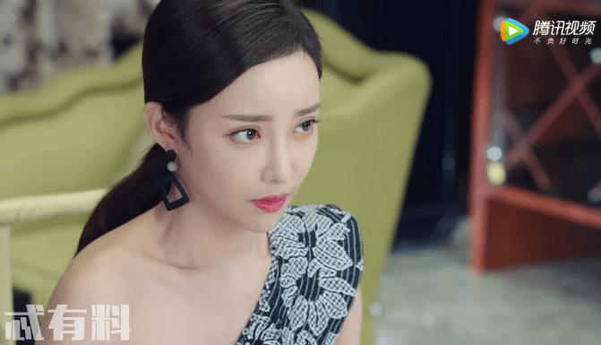 《你和我的倾城时光》大结局厉靳媛服装惊艳了网友 成为全剧最性感女神