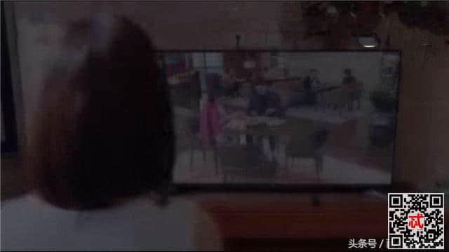 《温暖的弦》温暖在电视上看到南弦一心在英国,带上护照就去机场