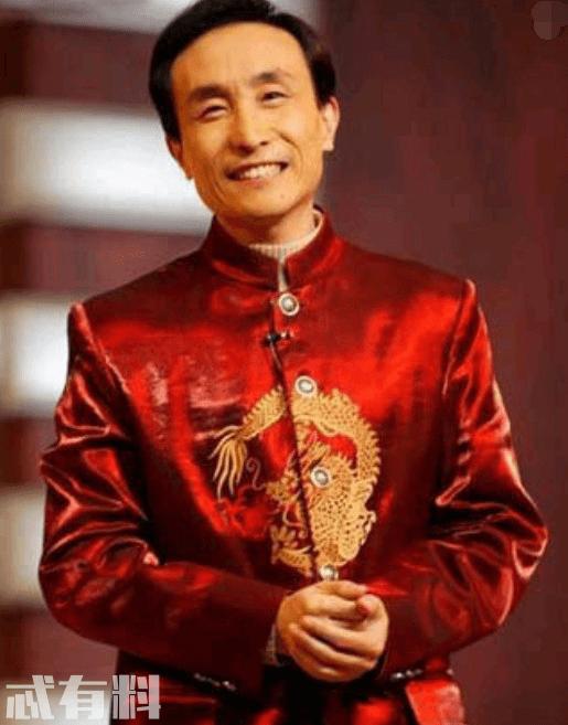 巩汉林全家福曝光,与儿子宛如兄弟,儿媳高颜值不输人气小花!