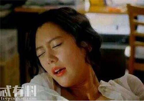 韩国三级酒吧里的暧昧一位店长模样的工作人员告诉红餐网虽然工作日和周末每天客流量不一样但现在基本天天爆满聊不到两句她就抽身进店忙活去了.(图25)