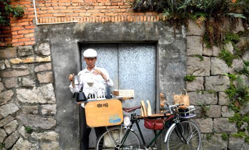 """小巷里的单车""""咖啡屋"""":一辆单车,一种情怀"""